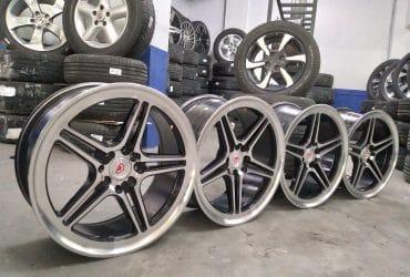 Velg racing Vossen R17X7,5 pcd8X100-114,3 et38 balack polish