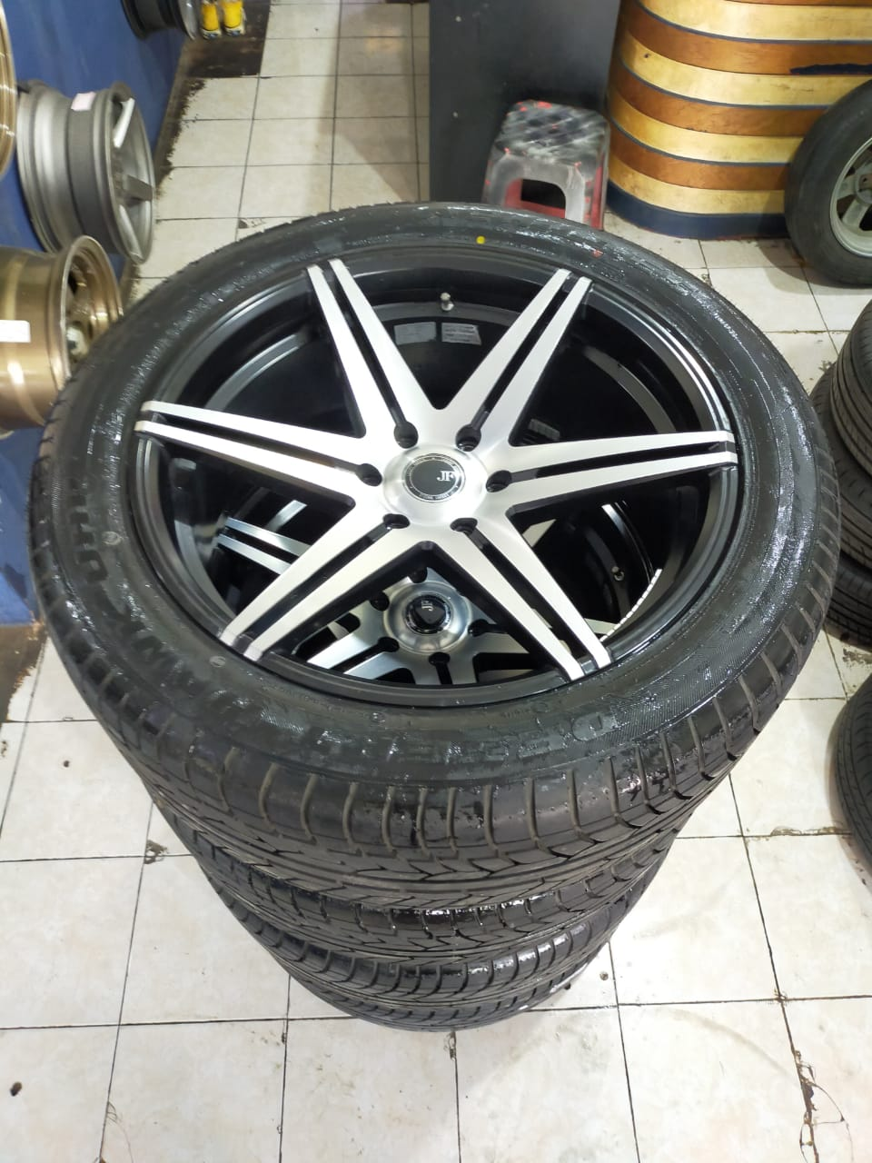 Velg Mobil Racing JF LUXURY RING 22 PCD 6X139.7 BAN 285 45 R20