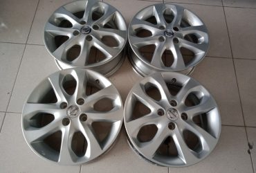 Pelek copotan mobil nissan march ring15x5,5 hole4x100 et45 silver