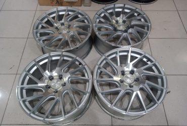 Velg racing vossen cvt ring18x8 pcd5x114,3 et45 silver polish