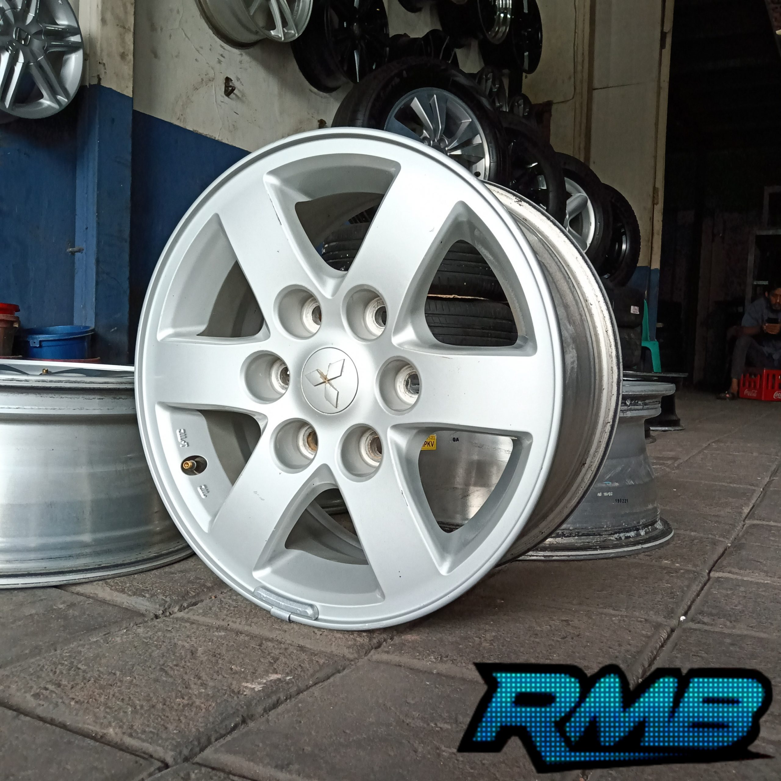 Velg Original Mitsubishi Triton R16 Pcd 6×139'7 Velg Only (Second)