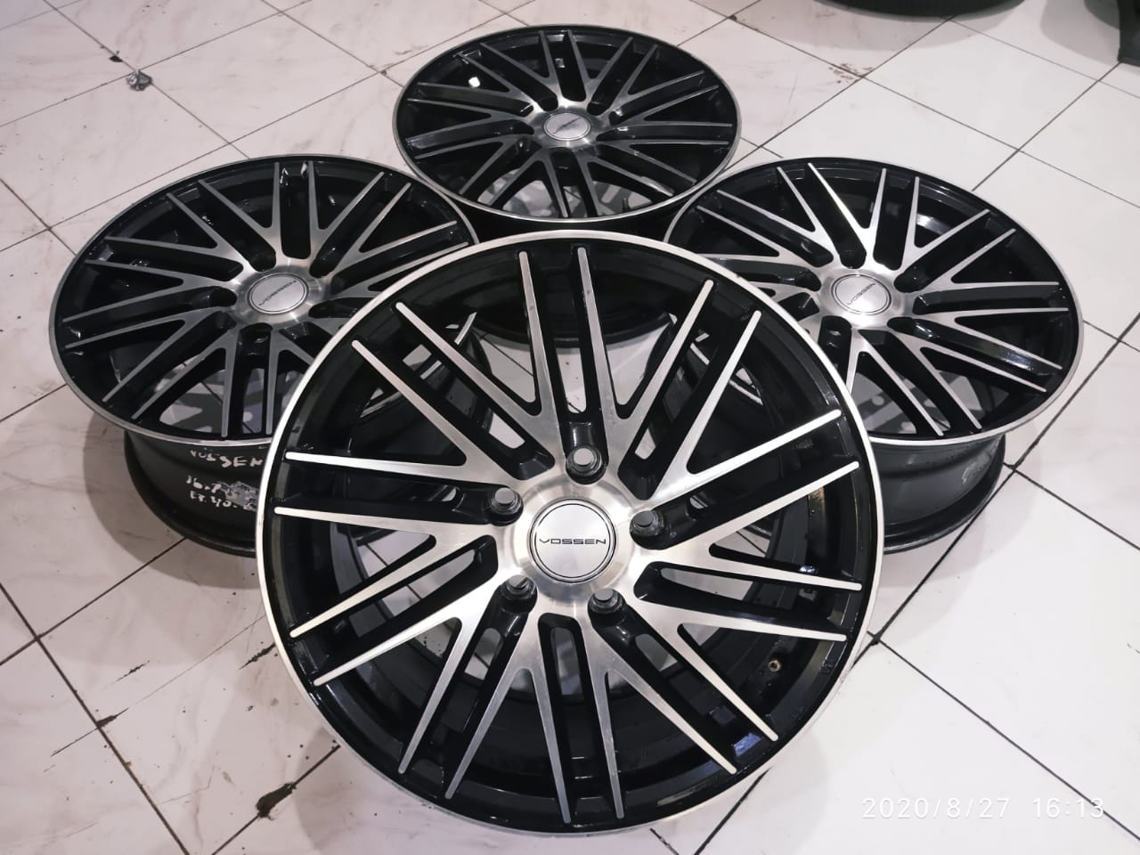 Velg VOSSEN Ring 16 Lebar 7 Pcd 5X114,3 Offset 40 Warna Black Polish