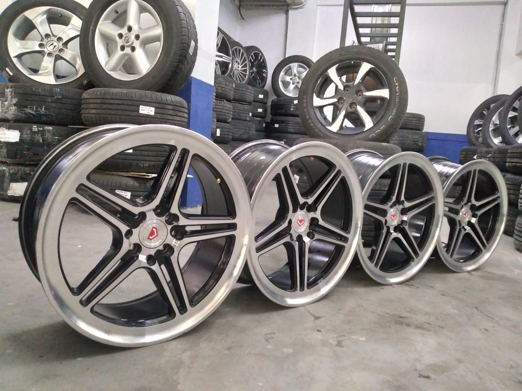 ready velg seken model VOSSEN R17X7,5 pcd 8X100-114,3 black polish