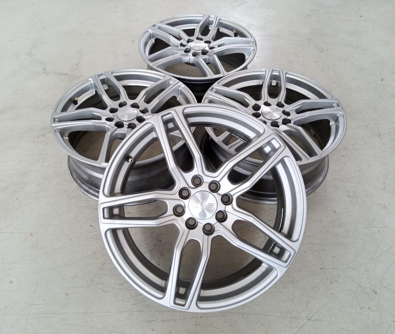 Velg Bekas Model Conquista Ring 17×7 ET:40 H:8×100+114,3 Silver