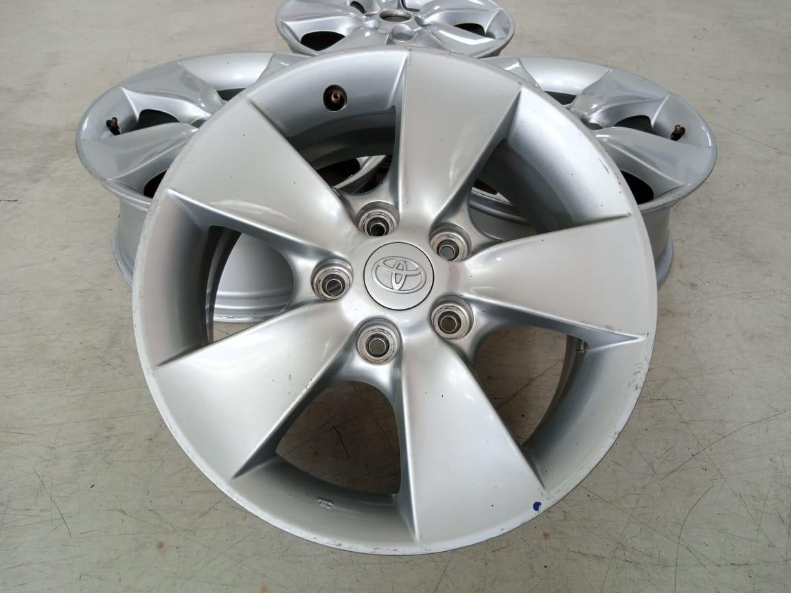 Velg Bekas Mobil Toyota Rush Ring 16×6,5 H:5×114,3 ET:50 Silver
