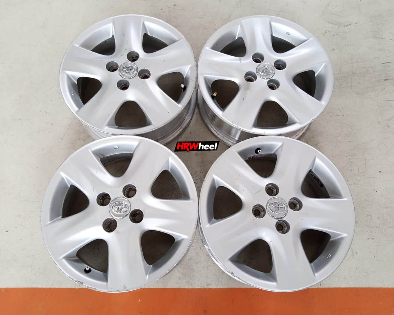 Velg Standar Mobil Toyota Yaris Ring 15 ET:45 Pcd:4×100 Silver