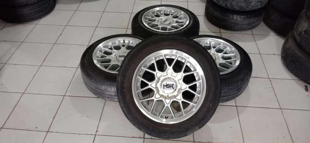 Velg Mobil Bekas Model Hsr Formula Ring 15 Pcd 4×00-4×114,3 Plus Ban R15