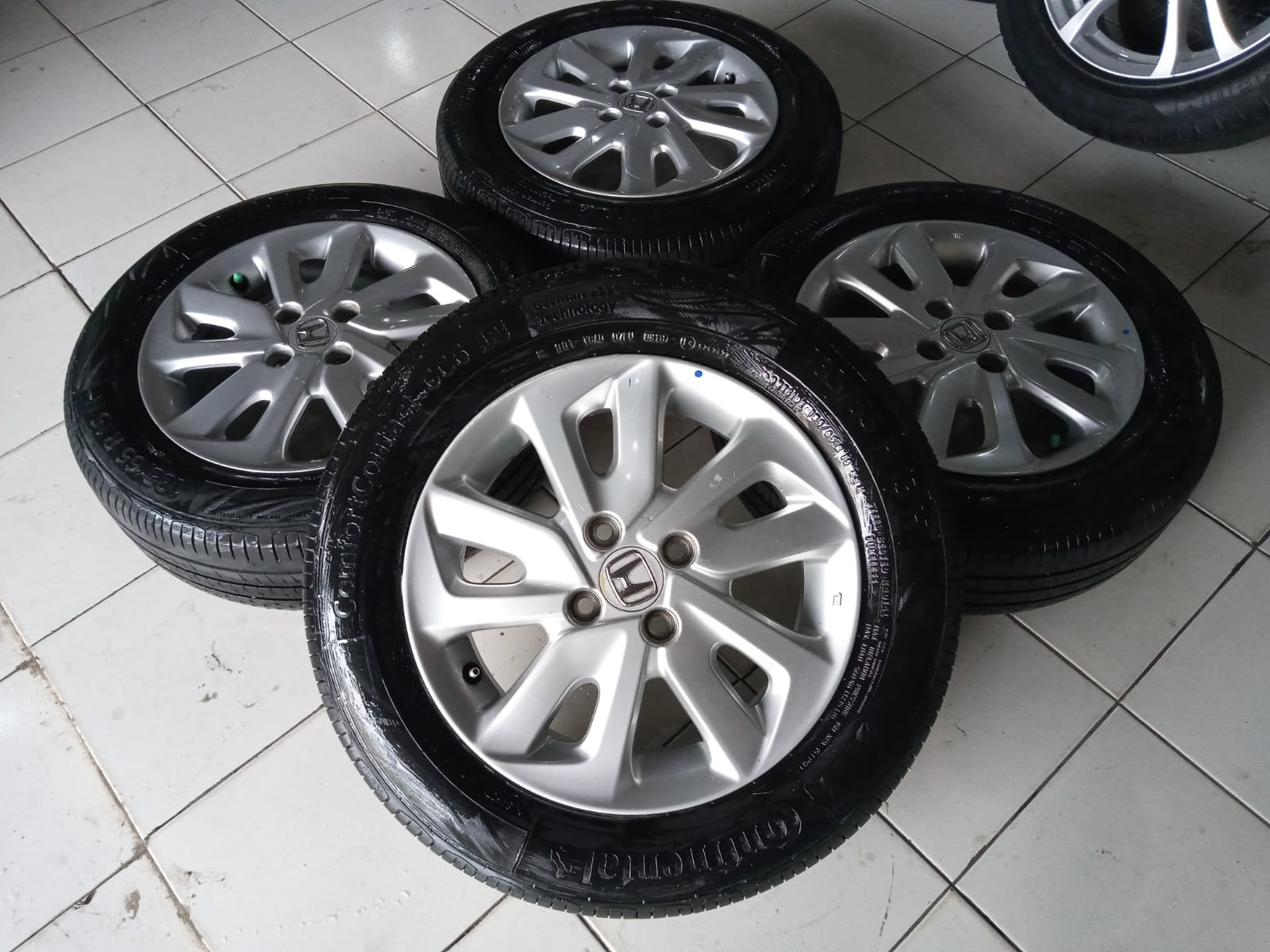 Jual velg second Mobilio ring 15+ban Continental